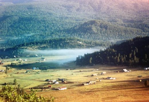 zoomin in on da valley below a bit