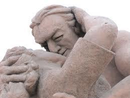 love_park_statue_mira_flores