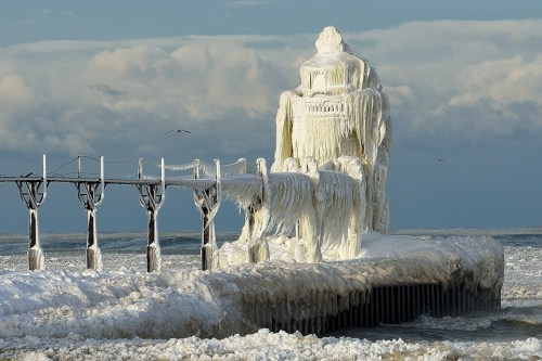 Winter gales on Lake Michigan encase the St. Joseph Lighthouse in ... imgur.com Winter gales on Lake Michigan encase the St. Joseph Lighthouse in thick coating of ice. - Imgur